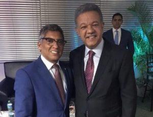 Leonel Fernández comparte con legisladores y amigos