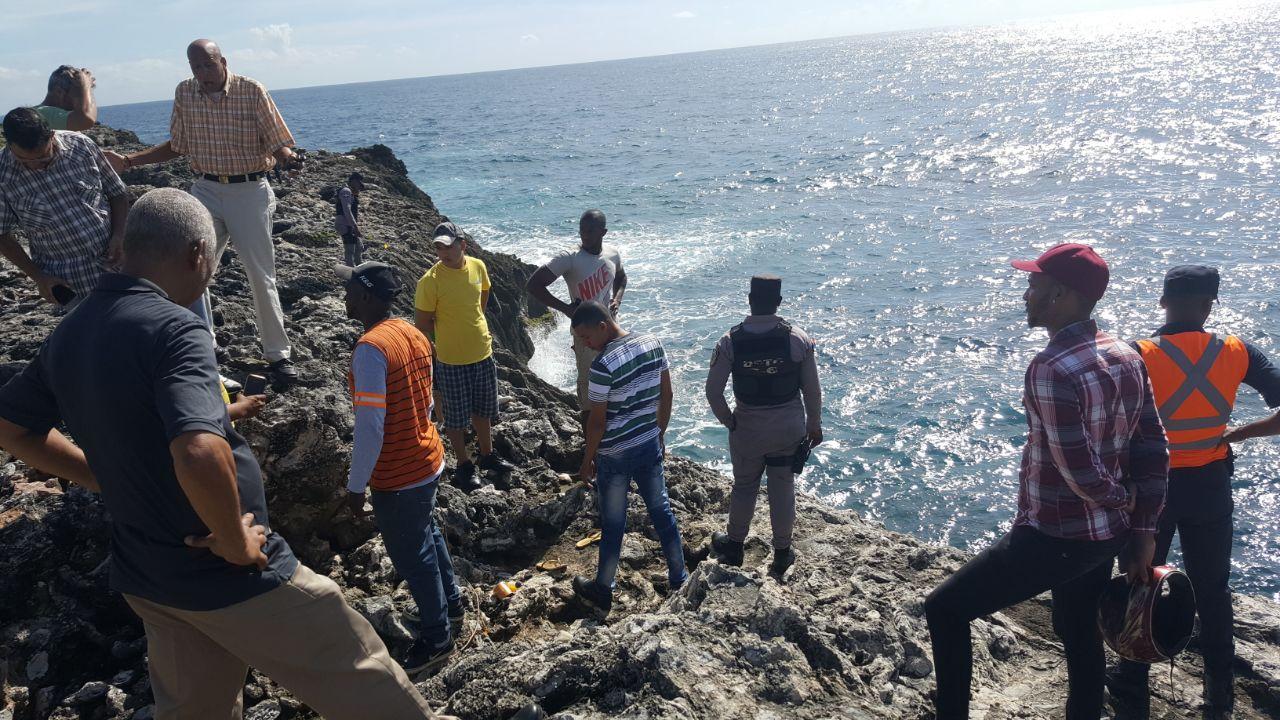 Buscan mujer se habría lanzado al Mar Caribe con hijito en brazos