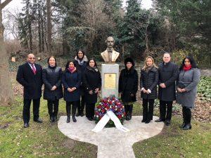 VIENA: Depositan ofrenda floral en honor a Duarte