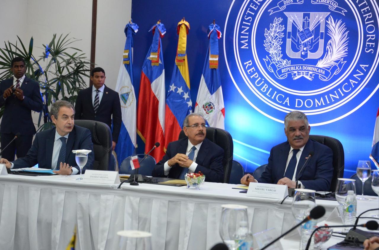 Gobierno y oposición venezolana reanudan diálogo en Cancillería