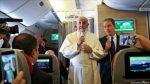 Papa Francisco arriba a Chile