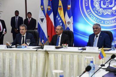 Diálogo de Venezuela continúa martes tras polémico adelanto de elecciones