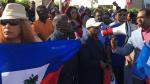 Haitianos manifiestan cerca Mar-a-Lago para exigir disculpas a Trump