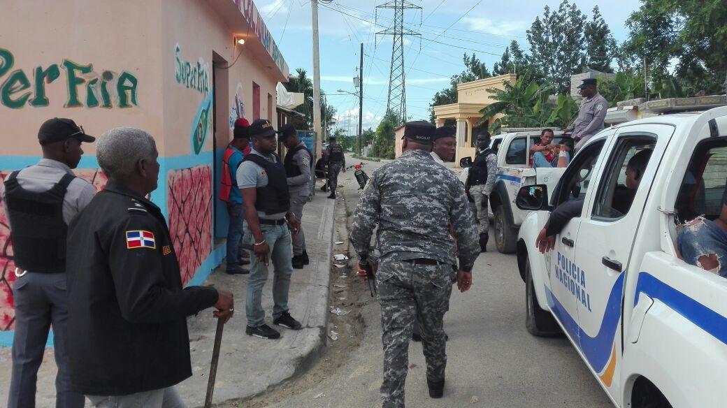 SANTIAGO: PN apresa 37, recupera dos vehículos y ocupa 6 armas