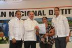 ARENOSO: Danilo entrega mil 304 títulos definitivos campesinos