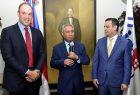 Ministro de Economía posesiona a Henry Molina en el Indotel