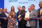 Danilo inaugura carretera en el Suroeste y escuela hotelería en el Este