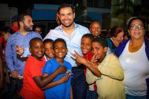 Roberto Salcedo ve medios deben estar a disposición de la gente