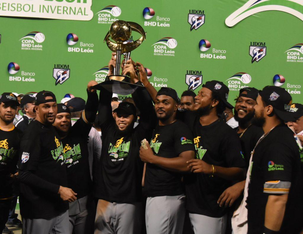 Aguilas vencen al Licey y se coronan campeonas del beisbol dominicano