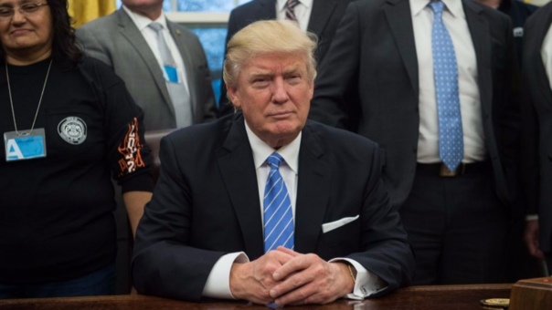 Trump dice que el muro fronterizo estará en caliente