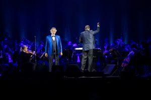 Altice presente en concierto del tenor Andrea Bocelli