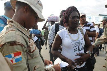 Mayoría de dominicanos cree que se debe prohibir entrada de haitianos