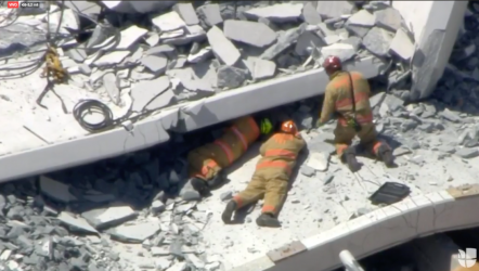 FLORIDA: Confirman 6 muertos en colapso de puente peatonal en Florida