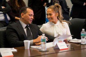 Jennifer López visita a A-Rod en cabina transmisión ESPN