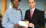 Hacienda empieza pago por tarjetas a trabajadores cañeros pensionados