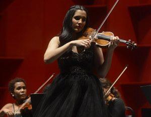Aisha Syed: Un fantástico paseo por estaciones musicales en el TN