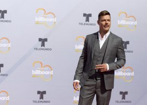 El brillo y glamour engalanan alfombra roja de los Billboard latinos