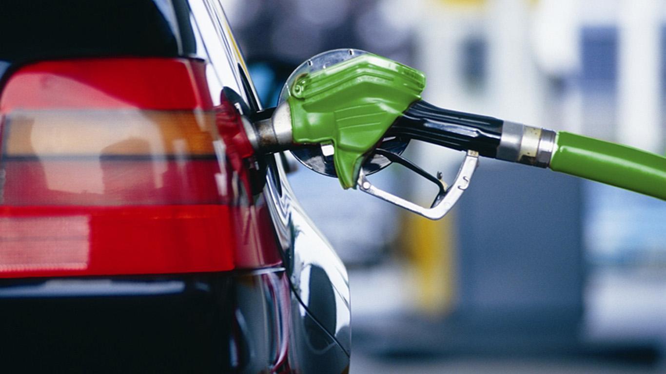¡Siguen en aumento! Combustibles suben entre dos y cuatro pesos por galón
