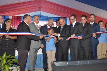MOCA: Presidente inaugura centros educativos de jornada extendida