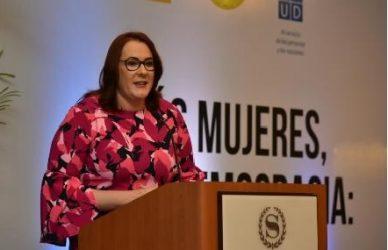 Ministra reclama se cumpla 50% de participación mujeres en partidos