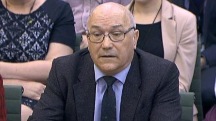 Director de Oxfam en el Reino Unido dimitirá tras escándalo de Haití