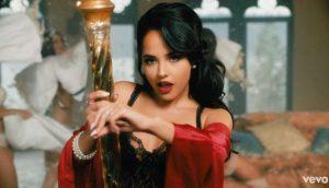 Cantante Becky G califica la cultura latina de «machista»