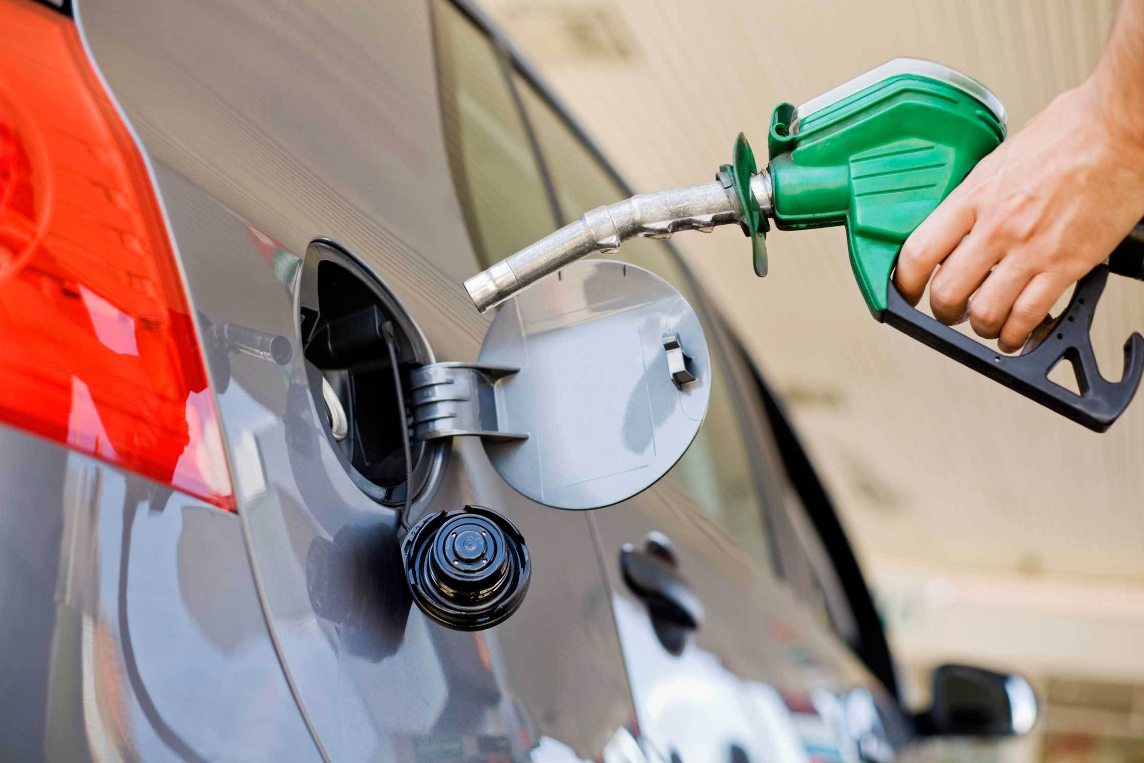 La mayoría de los combustibles bajan de precio; GLP aumenta