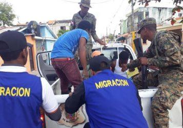 Migración detiene a más de 13 mil ilegales, en su mayoría haitianos