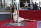 Zoe Saldaña recibe su estrella Paseo Fama de Hollywood