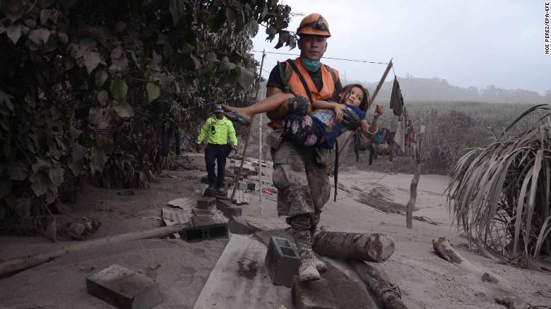 GUATEMALA: Aumenta a 69 muertos por erupción Volcán de Fuego