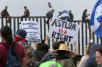 """EEUU: Alcaldes protestan frontera con México contra """"tolerancia cero"""""""