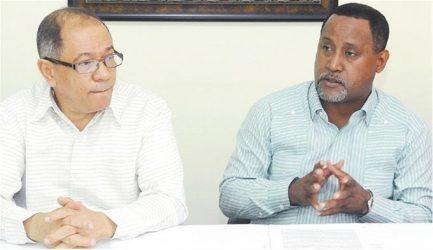 Centrales sindicales denuncian alzas de un 30% precios medicamentos