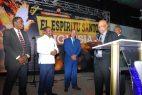 SDN: Alcalde René Polanco recibe reconocimientos de pastores y maestros