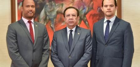 Dos del Banco Central obtienen premio de investigación económica de Guatemala