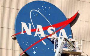 EE.UU. cumple 60 años mirando al cielo con curiosidad y recelo