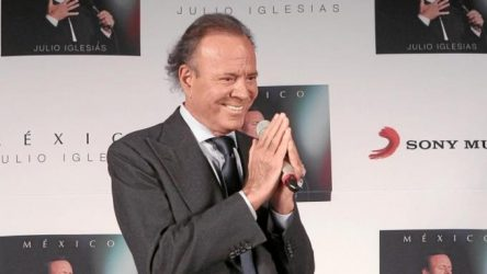 Julio Iglesias celebra 50 años años de éxito en su carrera artística