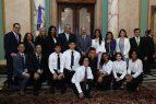 Medina recibe jóvenes meritorios hijos de dominicanos de NY