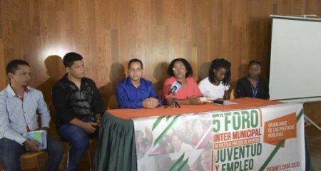 Jóvenes analizan situación laboral del sector en República Dominicana