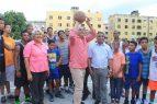 Diputado inaugura cancha en Santo Domingo Oeste