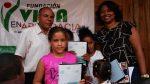 Fundación entrega útiles escolares en barrio de SC