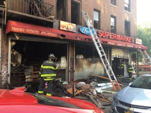 Fuego en una bodega de Brooklyn deja un muerto y tres heridos
