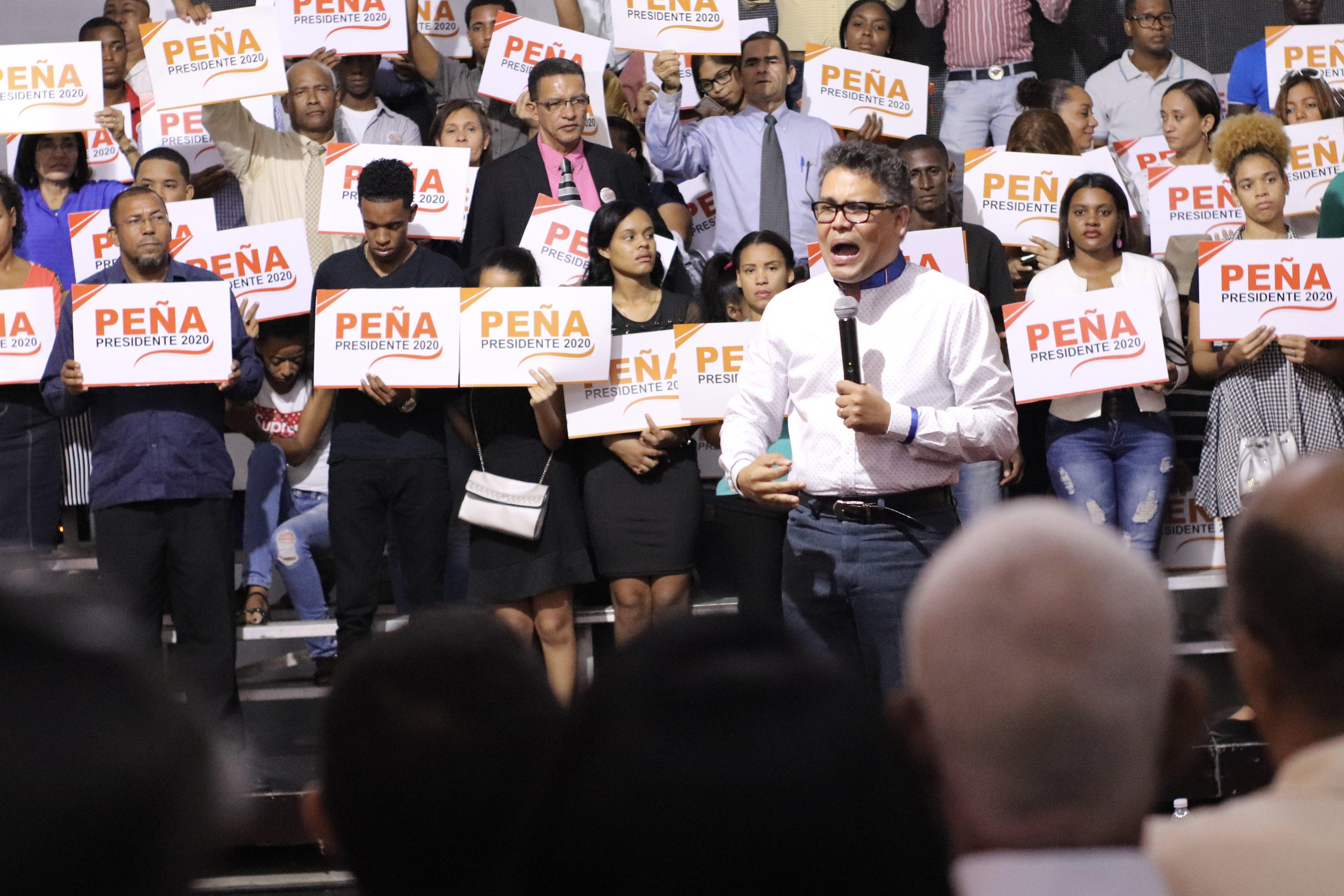 Carlos Peña deja el PLD; aspirará la Presidencia por otro partido