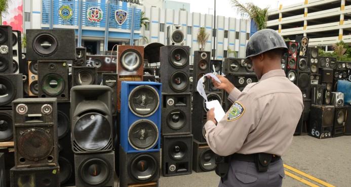 PN detiene a 29 personas e incauta 200 bocinas en operativo antiruidos