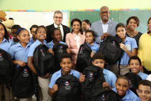 Primera Dama inicia entrega útiles escolares para 70,000 estudiantes