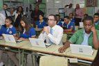 Andrés Navarro lleva República Digital a escuelas de Los Guandules