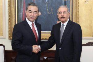 China abre embajada en RD; firman memorándum de entendimiento