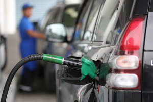 Rebajan entre RD$1.00 y RD$2.00 a precios combustibles en R. Dominicana