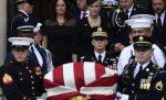 Entierran senador McCain en cementerio Academia Naval EU