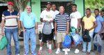 Remo y Canotaje entrega útiles escolares a sus atletas