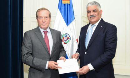 Canciller RD recibe copias de estilo del nuevo embajador francés